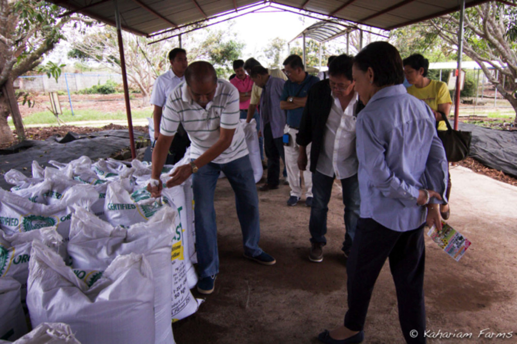 Manuel Nonong Bagatsing, Kahariam Farms owner shows Senator Villar the vermicast production shed. Which is the largest in the Philippines- producing 300 tons from 500 tons of agricultural waste each month.